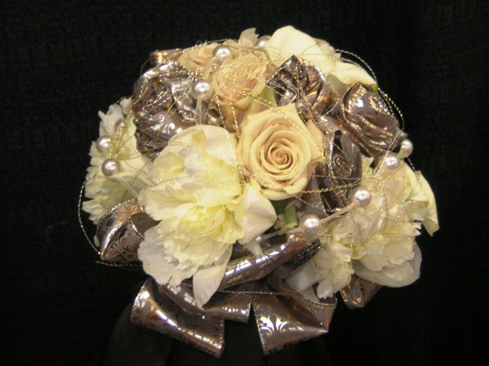 bouquet metallic accents